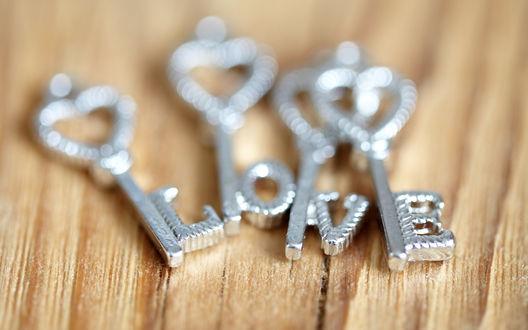 Обои Надпись love / любовь из ключей