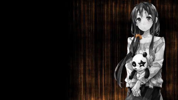 Обои Черно-белая анимешная девочка с игрушечным пандой