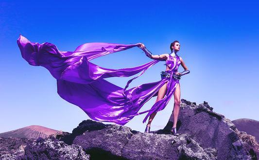 Обои Высокая мода - знаменитая модель Anita Sikorska демонстрирует изысканный наряд в фиолетовых тонах на вулканическом острове Лансароте, by Мисс Анила (Miss Aniela)