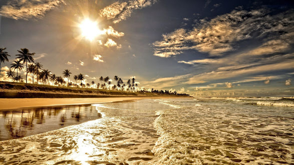 Обои Море омывает островок под палящим солнцем