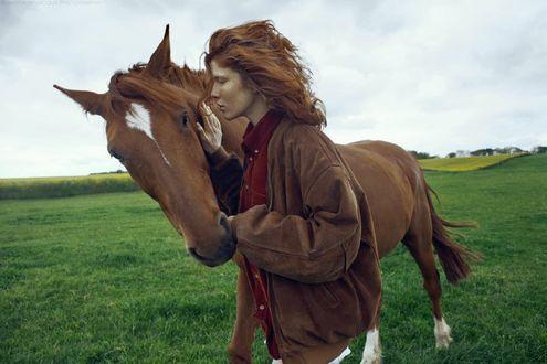 Обои Девушка стоит рядом с лошадью, by M0THart