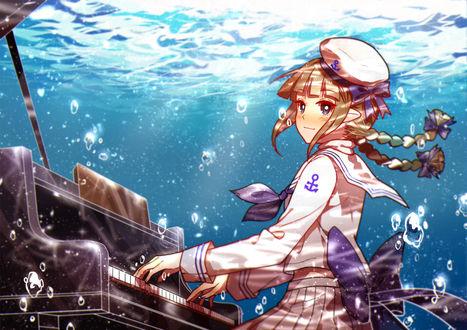 Обои Ваданохара / Wadanohara из аниме Ваданохара и Великое Синее море! / Oounabara to Wadanohara играет на рояле под водой