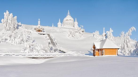 Обои Заснеженная гора, на которой расположен Belogorsky monastery / Белогорский Николаевский Монастырь и его окрестности, Пермь, Россия