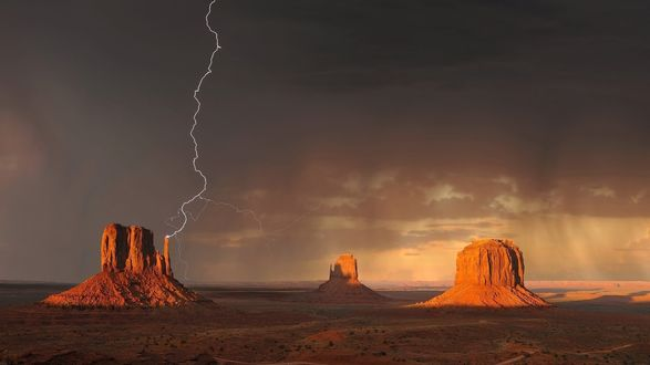 Обои Monument Valley, Utah / Долина Монументов, Юта, гроза на закате