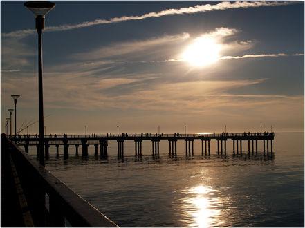 Обои Восход солнца над причалом, фотограф atit
