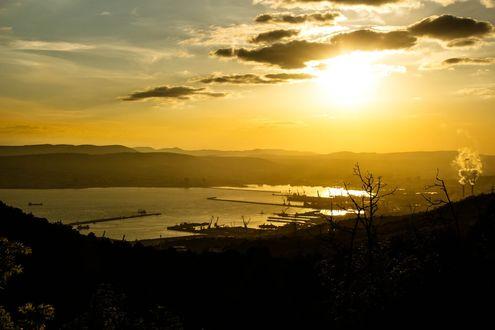 Обои Рассвет над портом города Новороссийска, Россия
