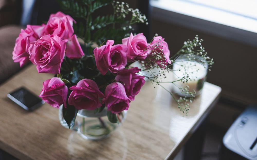 Букет на стол из роз, букет цветов ирисов
