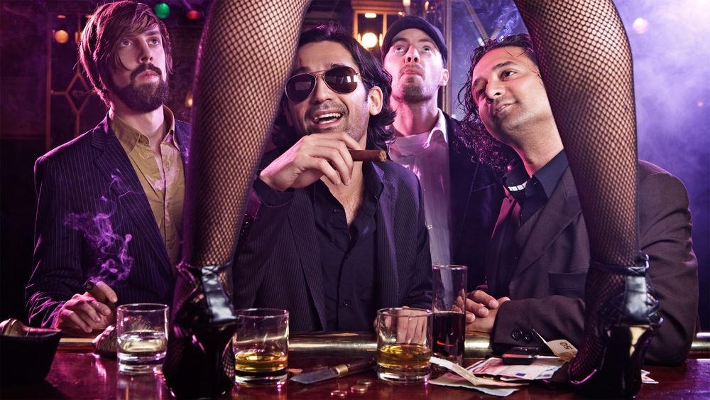 У в стриптиз баре охрана для ночного клуба