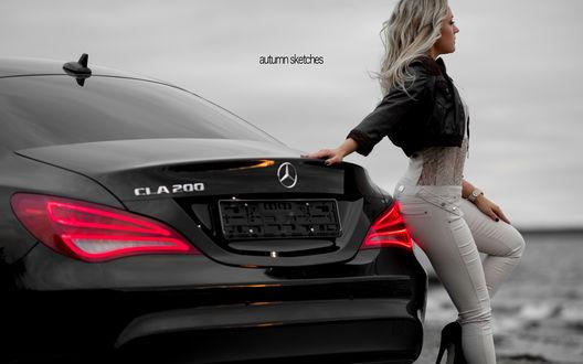 Обои Блондинка стоит на морскому берегу, оперевшись на автомобиль Mercedes-Benz / Мерседес-Бенц, autumn sketches / осенние зарисовки