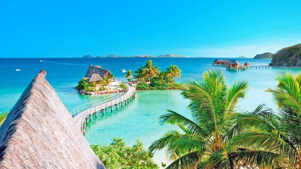 Обои Бунгало, мостики, пальмы, курорт на фоне моря и неба