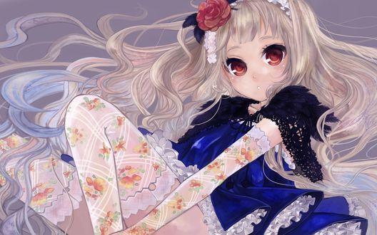 Обои Большеглазая блондинка в кружевных чулках и перчатках
