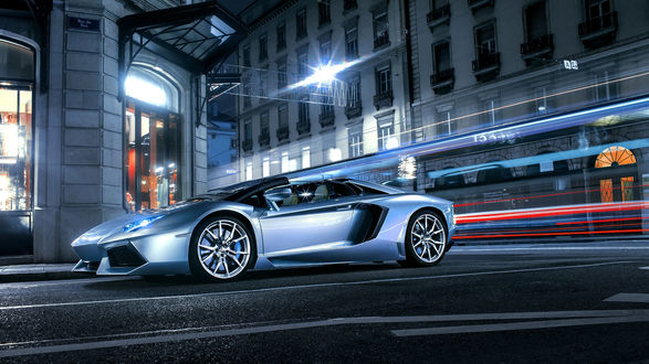 Обои Голубая Lamborghini / Ламборджини на ночной городской улице