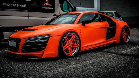 Обои Красный Audi / Ауди на парковке