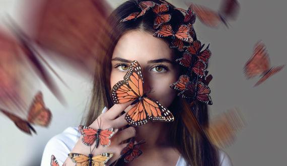 Обои Девушка с бабочками на лице и волосах, by Theresa Gjolaj