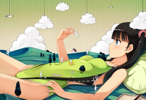 Обои По телу анимешной девушки в зеленом купальнике, как по парку, гуляют маленькие белые человечки, одного из которых она поймала и удивленно смотрит на него