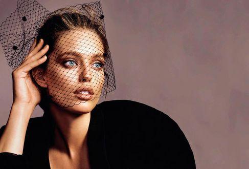 Обои Модель Emily DiDonato / Эмили Ди Донато в черном платье и вуали