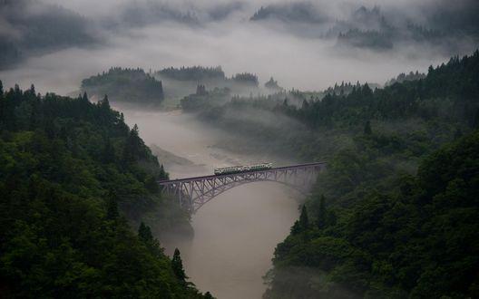 Обои Железнодорожный мост в утреннем тумане в префектуре Fukushima / Фукусима, Japan / Япония, фотограф Teruo Araya