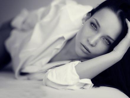 Обои Портрет модели Angelina Petrova / Ангелины Петровой в черно-белых тонах