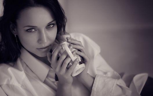 Обои Модель Angelina Petrova / Ангелина Петрова с кружкой в руках