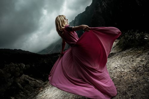 Обои Девушка в розовом платье стоит на фоне природы, by IrinaJoanne