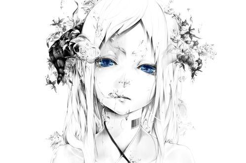 Обои Белокурая синеглазая девушка с черно-белыми рогами, с татуировкой в виде штрихкода на шее, с цветами в волосах среди брызг воды, art by Bouno Satoshi