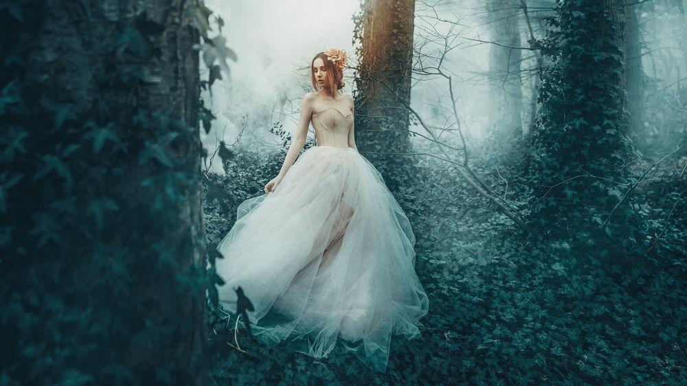 Фото на аву девушка в белом платье