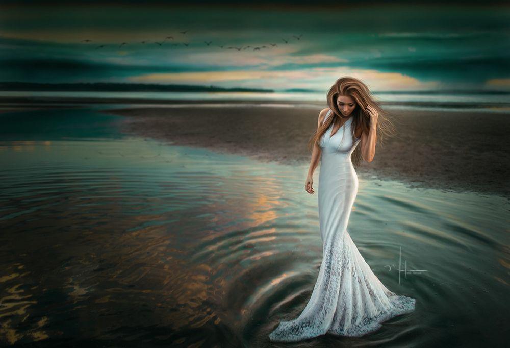 Девушка в платье воды