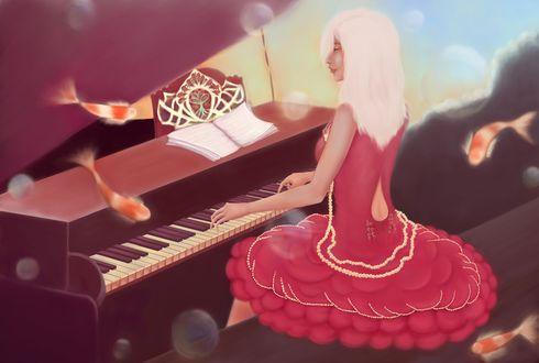 Обои Под водой за роялем сидит блондинка в нарядном платье, вокруг нее плавают пестрые рыбки и висят пузырьки воздуха