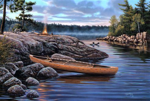 Обои Река, вытащенный на скалистый берег каяк, плавающие утки, чуть вдали костер на котором готовится еда, к нему подкрадываются еноты, на фоне неба и леса, by Rick Kelley / Рик Келли, The Little Rascals / Мелкие негодяи