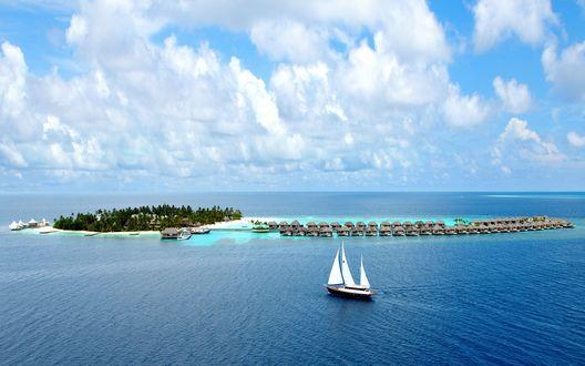 Обои Maldives / Мальдивы, коралловый остров, бунгало курорта, парусная яхта, небо, океан, лето