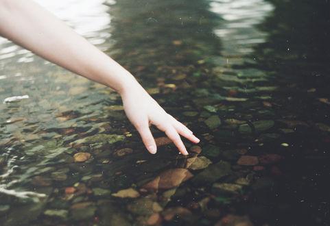 Обои Женская рука трогает воду, by TanjaMoss