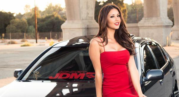 Обои Модель Melyssa Grace / Мелисса Грейс в красном платье позирует на фоне автомобиля