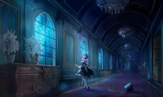Обои Горничная Rem стоит с окровавленным оружием в коридоре особняка из аниме Жизнь с нуля в другом мире / Re: zero kara hijimeru isekai seikatsu, art by Kazuma Tanaka