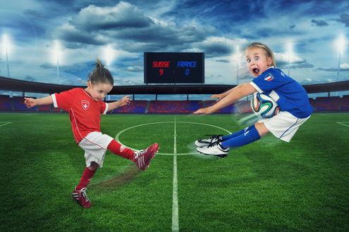 Обои Девочка в футбольной форме, послала мяч прямо в улетевшего от этого мальчика, от страха и удивления открывшего рот и расширив глаза