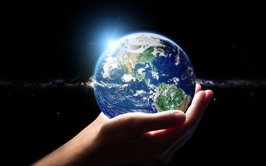 Обои Планета земля в руках человека