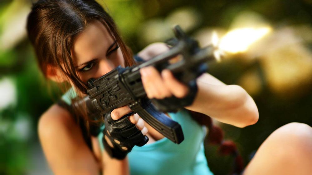 Женщина стреляет картинки