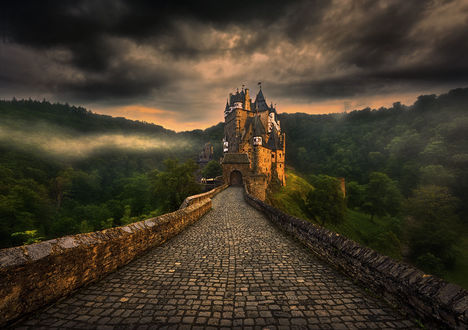 Обои Дорога, ведушая к старинному замку, фотограф Krzysztof Browko