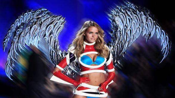 Обои Fashion girl со стеклянными крыльями за спиной