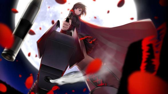 Обои Руби Роуз / Ruby Rose из аниме Красный, Белый, Черный, Желтый / Red White Black Yellow / RWBY с дымящимся оружием на фоне полной луны
