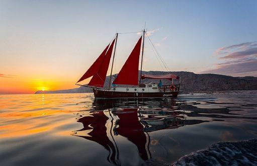 Обои Парусник на воде на фоне заката, фотограф Сергей Титов