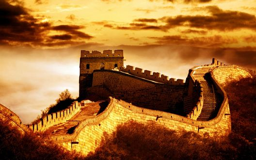 Обои Great Wall of China / Великая Китайская стена, Китай, в золотом свете на закате дня
