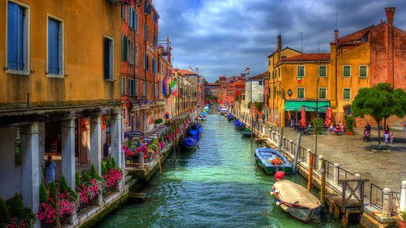 Обои Красочная улица Венеции