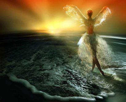 Обои Девушка стоит на воде, встречает закат, подняв руки в виде крыльев из воды, юбка их водных капель, фотохудожник Игорь Зенин