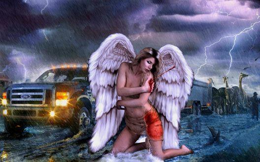 Обои Девушка-ангел с белыми крыльями сидит на коленях на дороге со стрелой в плече, из раны льется кровь, на фоне автомобиля с зажженными фарами, грозового неба, дождя и видневшегося вдалеке мужчину в шляпе