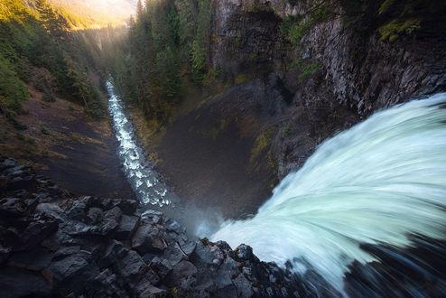 Обои Вид на водопад сверху, фотограф Daniel Greenwood