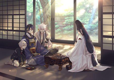 Обои Crossover : персонажи из игры Touken Ranbu и аниме Hikaru no Go играют в го, сидя в комнате с окнами в сад