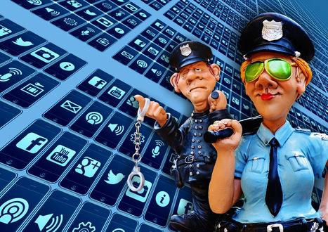 Обои Девушка в зеленых очках, в одежде работника полиции и мужчина с наручниками на указательном пальце руки на фоне эмблем социальных сетей, by Alexas_Fotos
