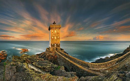 Обои Франция, маяк расположенный на мысе Керморван в Бретани, фотограф Krzysztof Browko