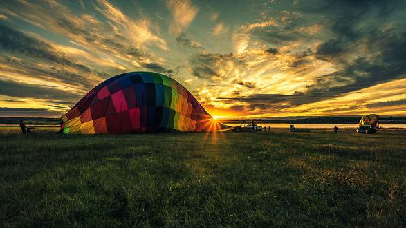 Обои Воздушный шар на земле после полета, фотограф Николай Рощин
