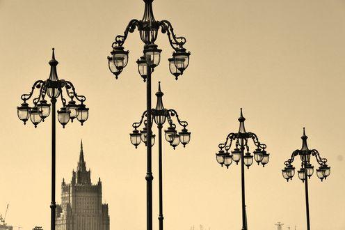 Обои Красивые фонари на фоне высотного здания, by Antonov5454
